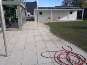 Terrasse_mit_sehr_großen_Granitplatten_1