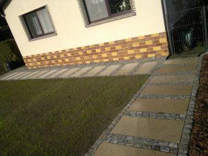 Weg_mit_Kleinpflaster_und_Granitplatten